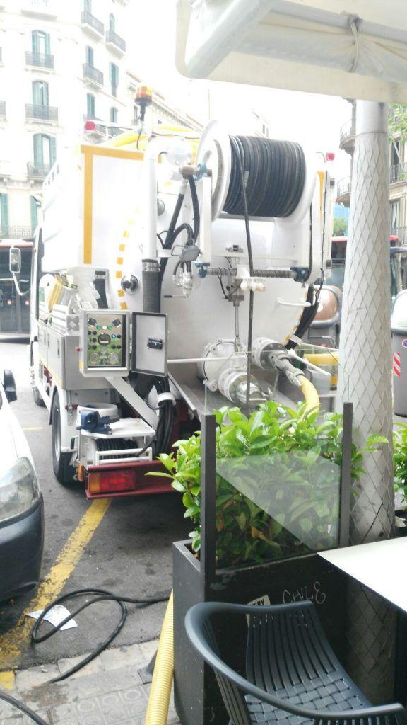 Absorcion-de-residuos-en-Fosa-Comunitaria-en-Barcelona2
