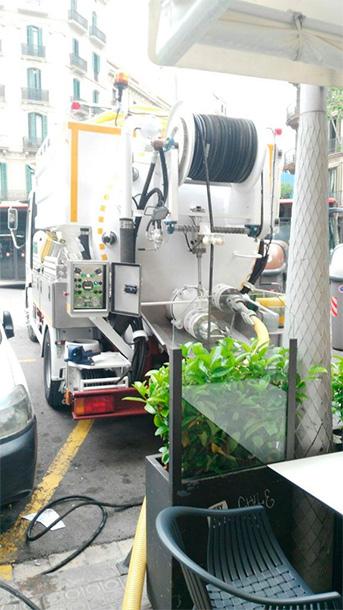 absorcion-de-residuos-en-fosa-comunitaria-en-barcelona